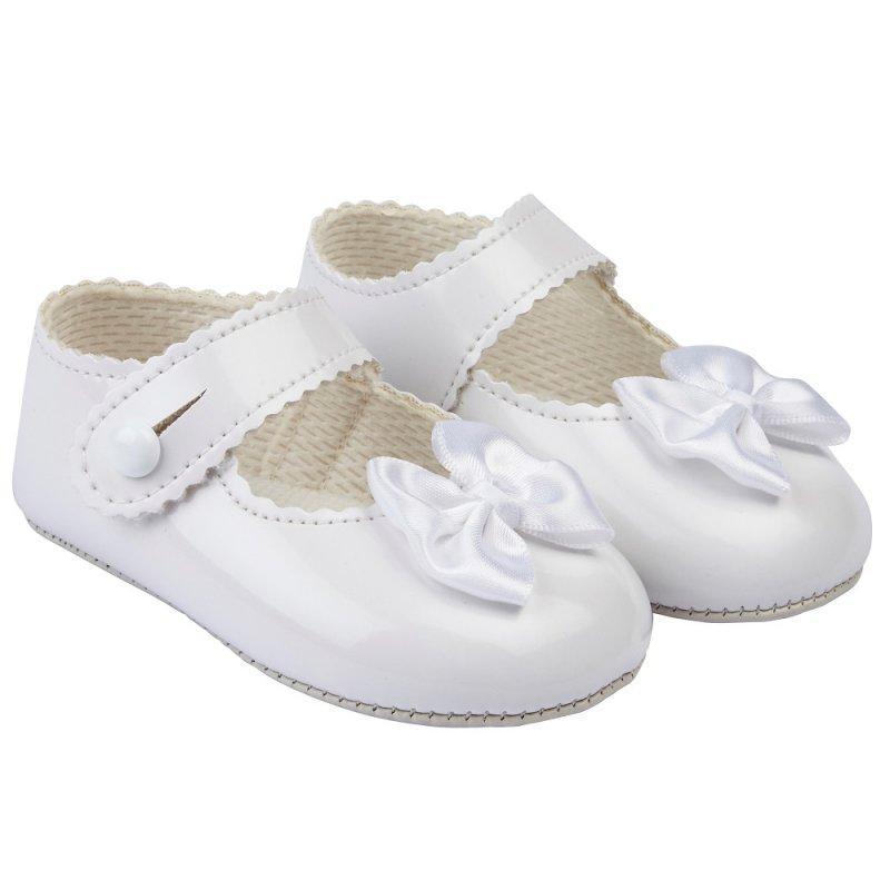 B604: BABY GIRLS SOFT SOLED SHOE- WHITE (SHOE SIZES: 0-4)